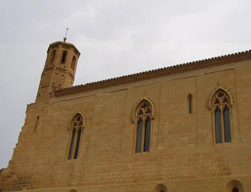 Torre y muro del castillo.