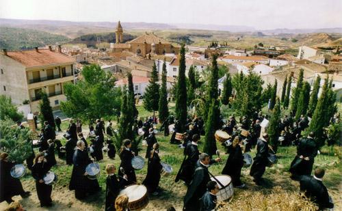 Procesión al monte calvario en Urrea de Gaén.