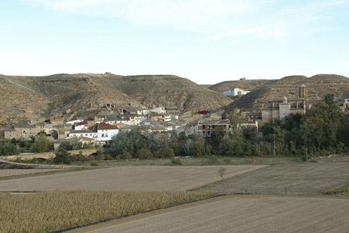 El casco urbano de Castelnou se distribuye a lo largo del río.